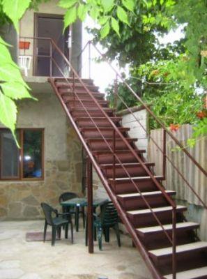 Лестница на улице на второй этаж